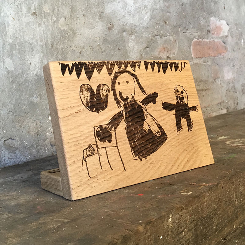 Kindertekening Op Eikenhout Staand